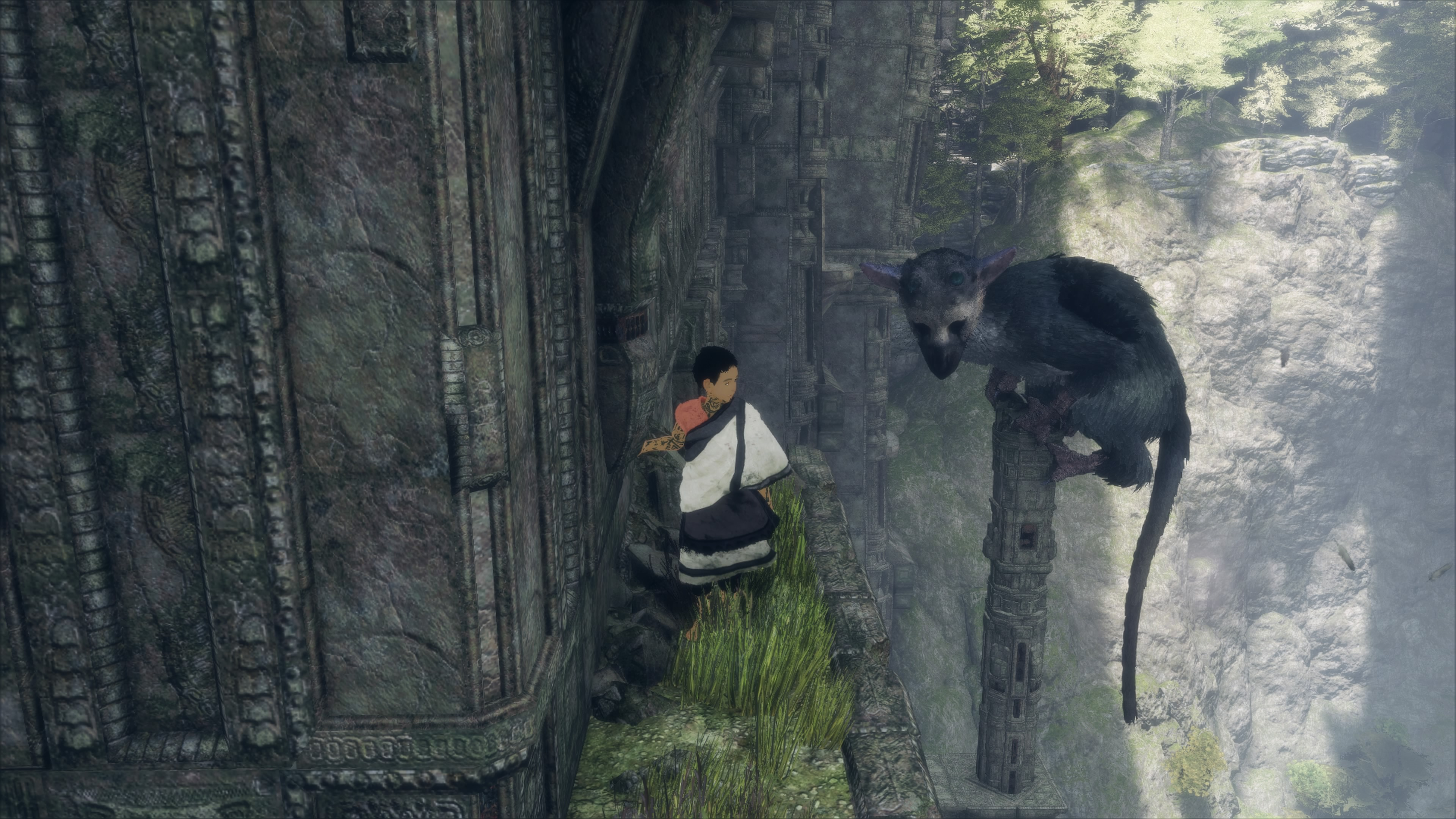 the-last-guardian-trico-perched.jpg